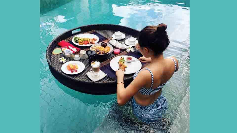 Floating breakfast at Momo Inn