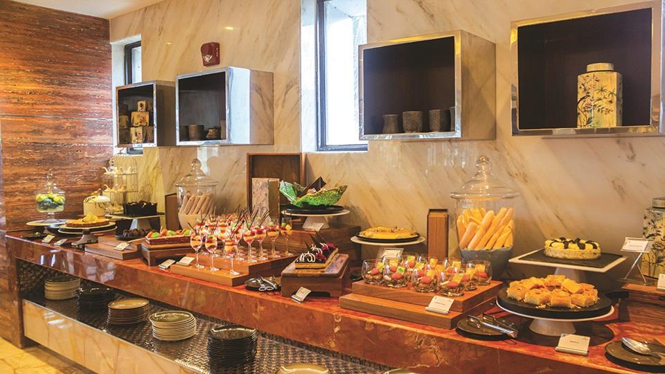 Buffet brunch at Renaissance Dhaka's Bahar