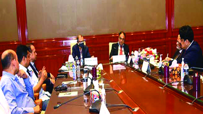 Pakistan envoy sits with CCCI during his visit to Chattogram