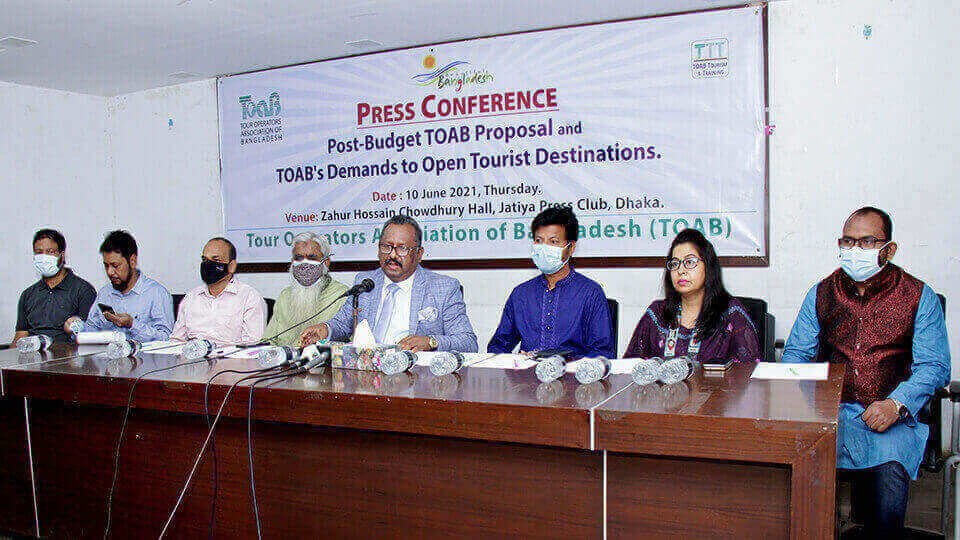 Tour_operators_demand_tourist_spots_reopening,_incentive,_vaccination,_separate_ministry.jpg