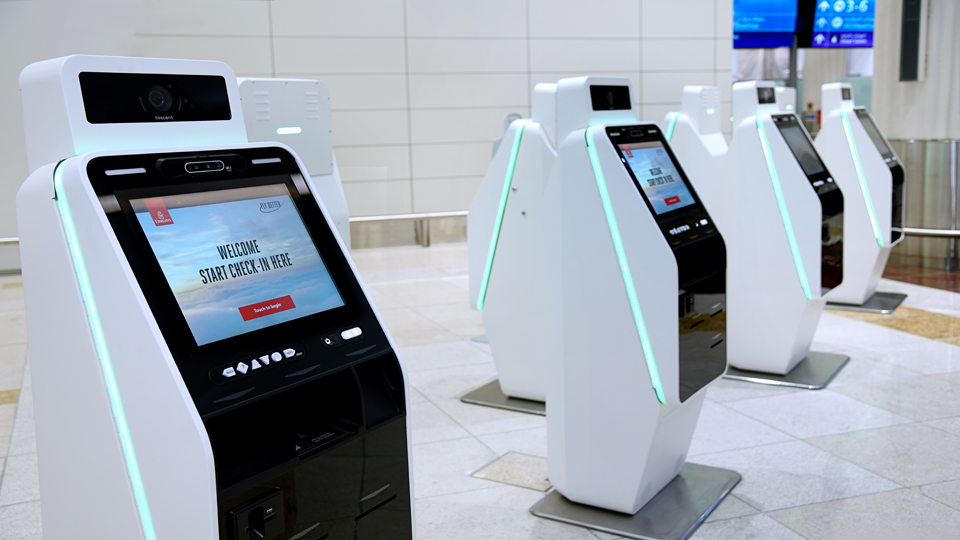Emirates introduces touchless self check-in kiosks